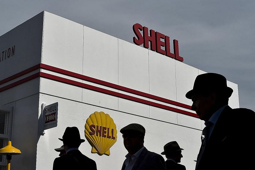 Crude's collapse below US$30 a barrel has driven down Shell's market valueto the lowest in almost seven years.