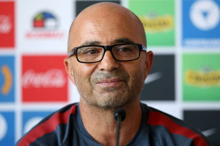 Argentinian Jorge Sampaoli has emerged as the favourite to become the next Chelsea manager, after he quit as coach of Chile.