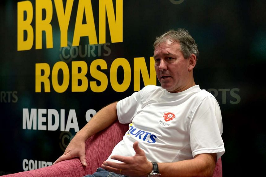 Manchester United great Bryan Robson thinks the players can do more to prevent boring displays.
