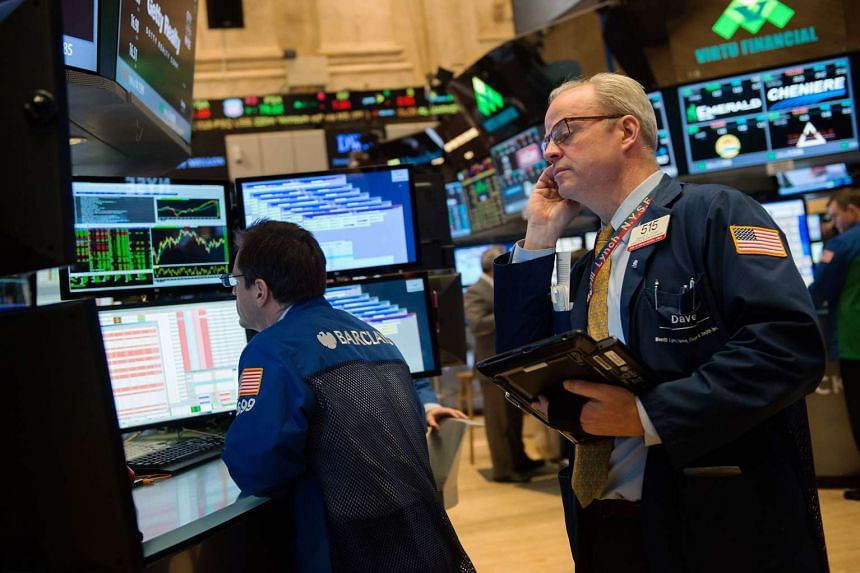 Traders work on the floor of the New York Stock Exchange in the afternoon of Jan 21, 2016 in New York, NY.