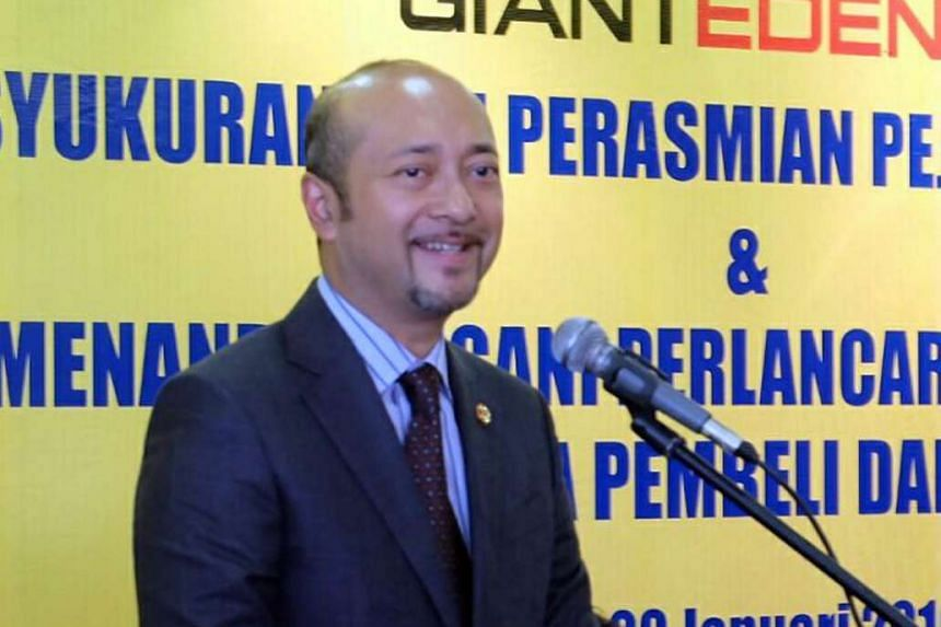 """In a show of support, former deputy PM Muhyiddin said Mr Mukhriz (above) is a corruption-free individual who is """"not tangled in accusations of moral wrongdoings, breach of trust and bribery""""."""