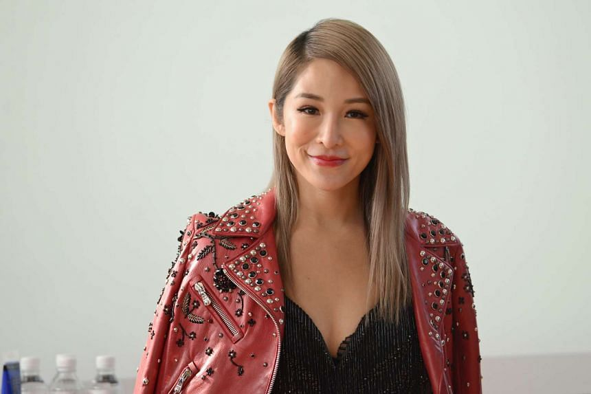 Taiwanese singer Elva Hsiao has reportedly ended her romance with Singapore businessman Elroy Cheo.