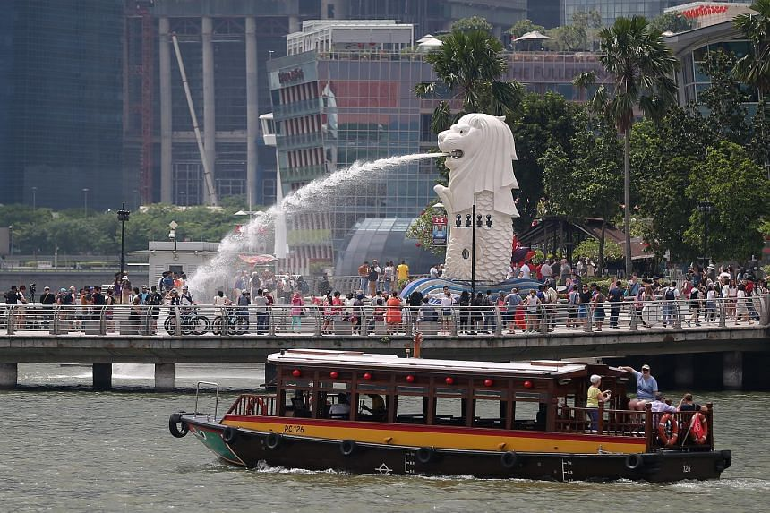 Tourists at the Merlion Park in Singapore on Jan 20, 2016.