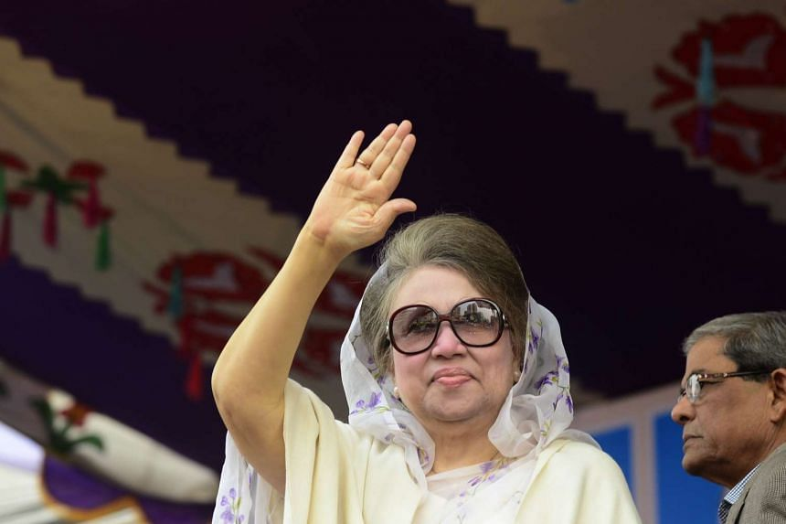 Former Bangladesh Prime Minister Khaleda Zia attends a rally in Dhaka on Jan 5, 2015.