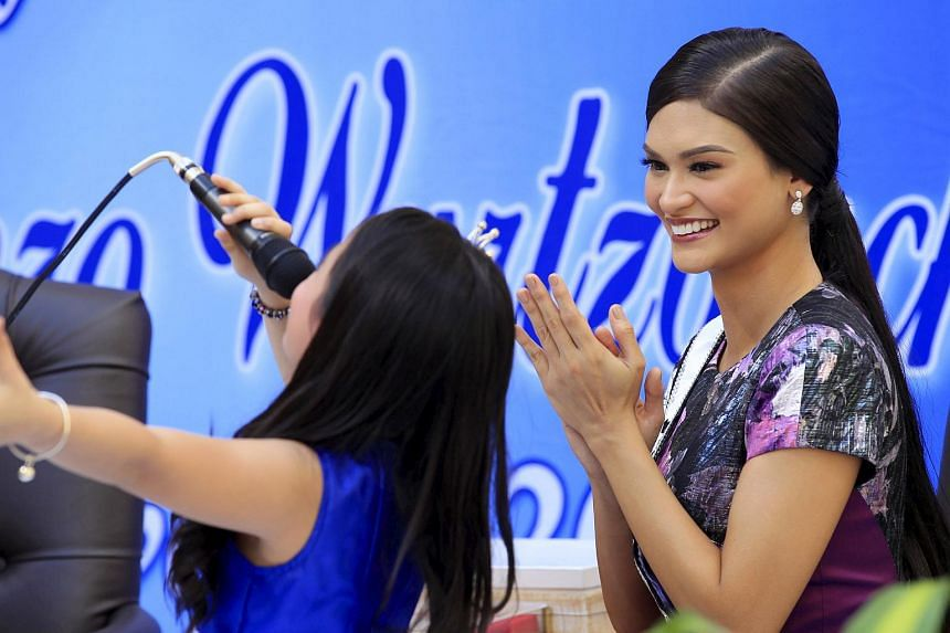 Miss Universe 2015 Pia Alonzo Wurtzbach gestures as she is serenaded by a singer during her visit at the city hall of Manila on Jan 25, 2016.