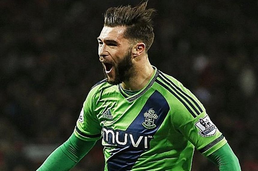 Southampton's new signing Charlie Austin scored after just 8 minutes into his first game for the club.