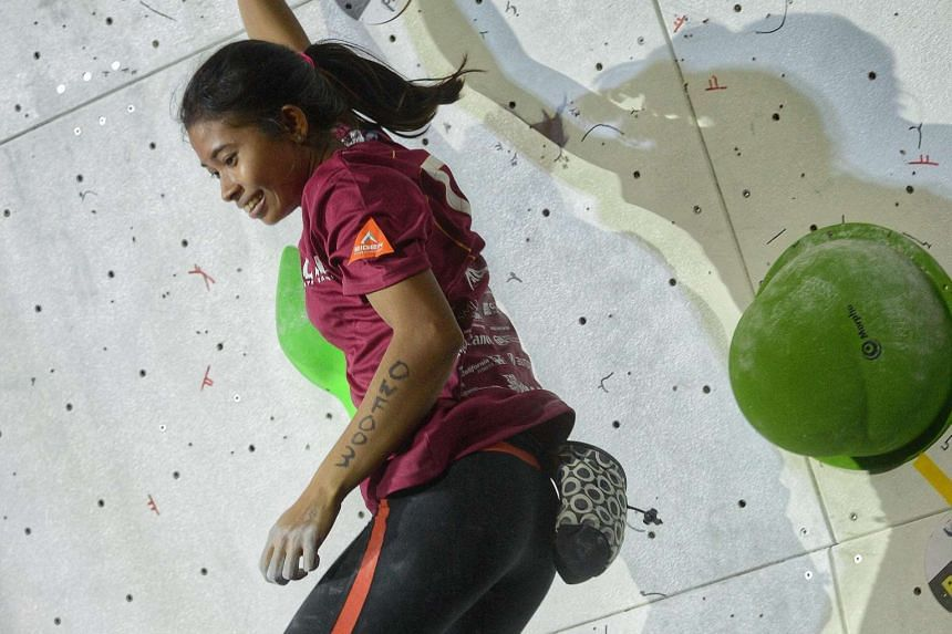 Indonesian national climber Fitria Fartani, 20, successfully reached the end tile in yesterday's Women's final (Open category) of Gravical 2016, an annual bouldering competition organised by Singapore Management University. She was the only woman to