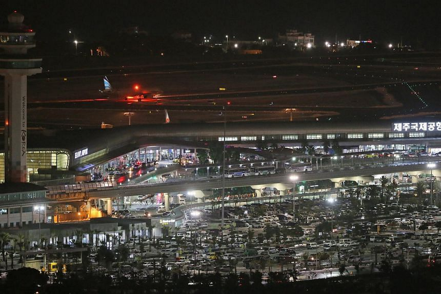 Jeju International Airport is in full operation late into the night on Jan 25, 2016, to transport passengers grounded by heavy snowfall.