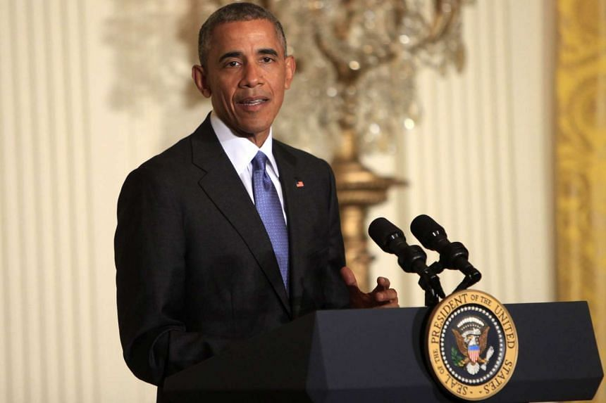US President Barack Obama has banned solitary confinement for juveniles in federal prison.