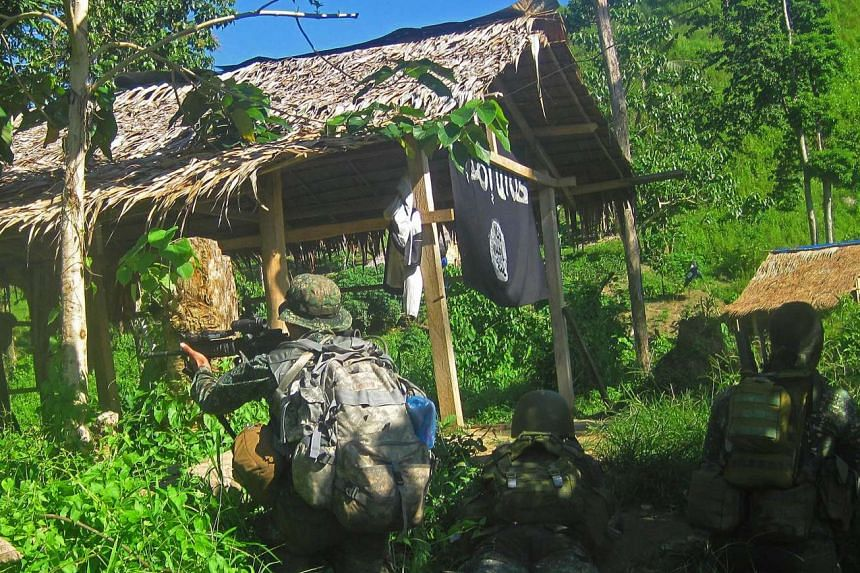 Philippine marines raiding the site of a criminal gang that pledged allegiance to ISIS, on Nov 26, 2015.