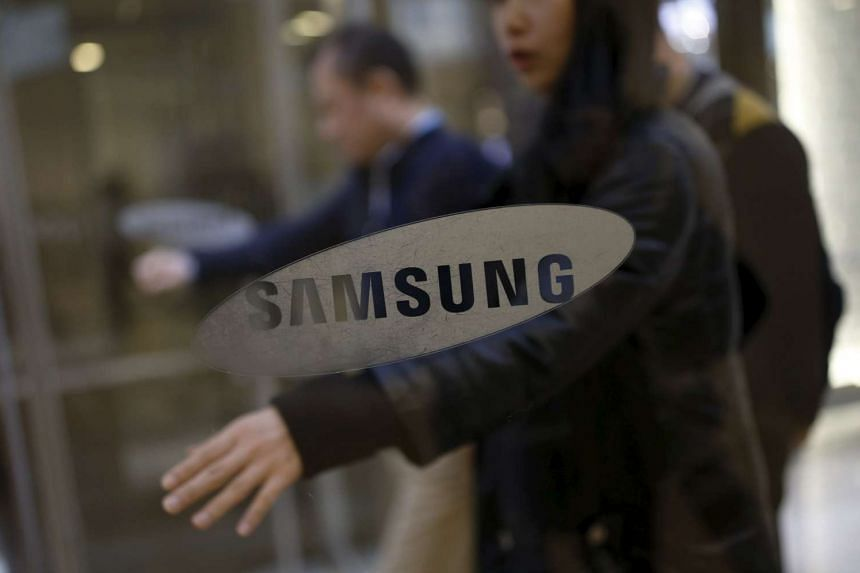 Employees walk in the main office building of Samsung Electronics in Seoul, South Korea, on Jan 6, 2016.