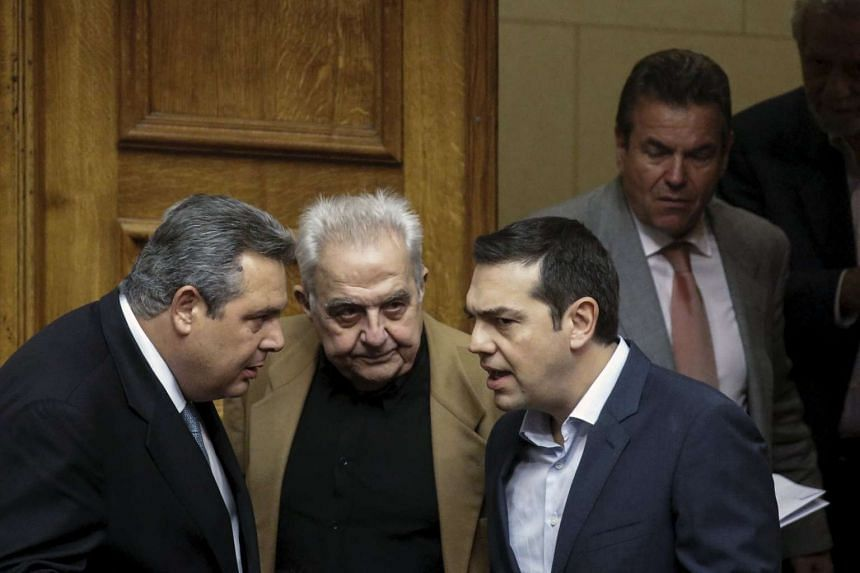 State Minister Alekos Flabouraris (centre) with Greek Prime Minister Alexis Tsipras (right) and Defense Minister Panos Kammenos.