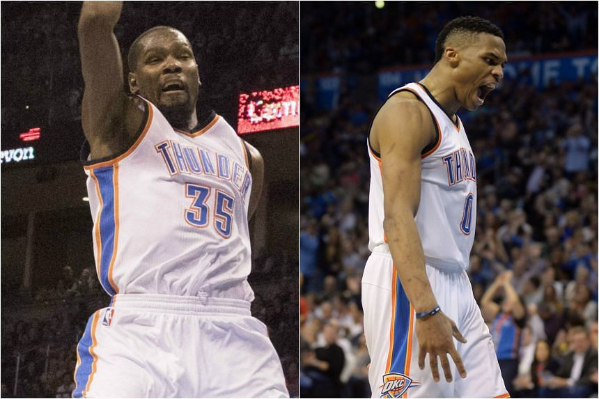 Kevin Durant (left) and Russell Westbrook scored a combined 59 points in the match against the Houston Rockets on Jan 30, 2016.