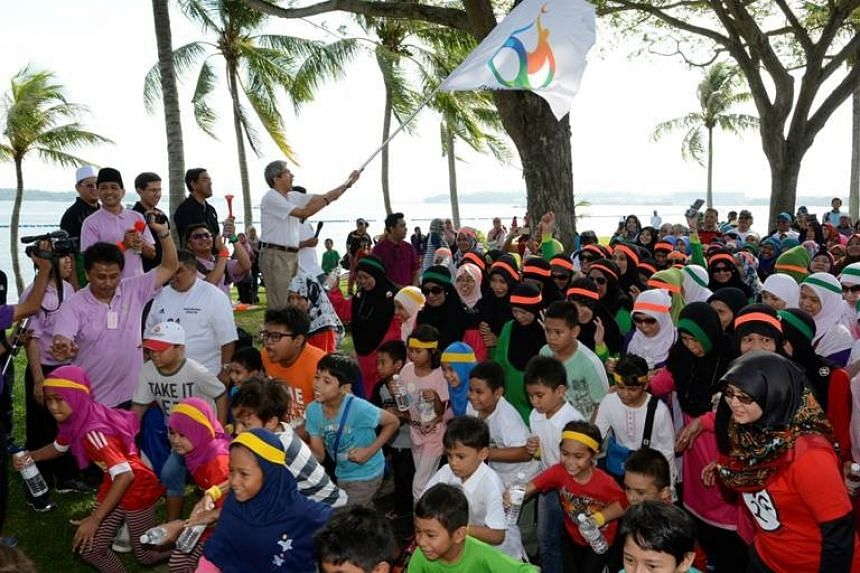 Minister for Communications and Information Yaacob Ibrahim flagging off the Run & Walk at Pasir Ris Park.