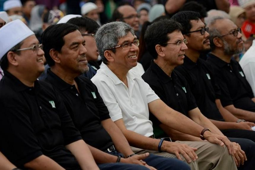 From left: Mufti of Singapore Mohamed Fatris Bakaram, Muis CEO Abdul Razak Maricar, Dr Yaacob and Muis president Mohd Alami Musa.