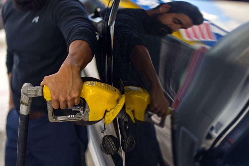 Analysts are projecting oil prices will climb more than US$15 by the end of 2016.