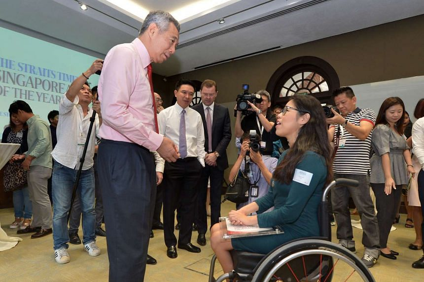 Prime Minister Lee Hsien Loong chatting with Paralympian Yip Pin Xiu, a finalist for The Straits Times Singaporean of the Year, at the awards ceremony on Feb 2, 2016.