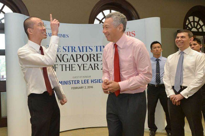 Straits Times Singaporean of the Year nominee Mr Peter Ho chats with PM Lee Hsien Loong (centre) at the award ceremony.