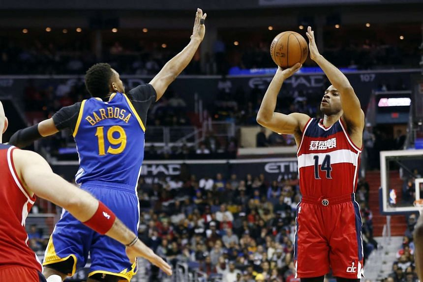 Washington Wizards guard Gary Neal (right) shoots the ball over Golden State Warriors guard Leandro Barbosa at Verizon Center on Feb 3, 2016.