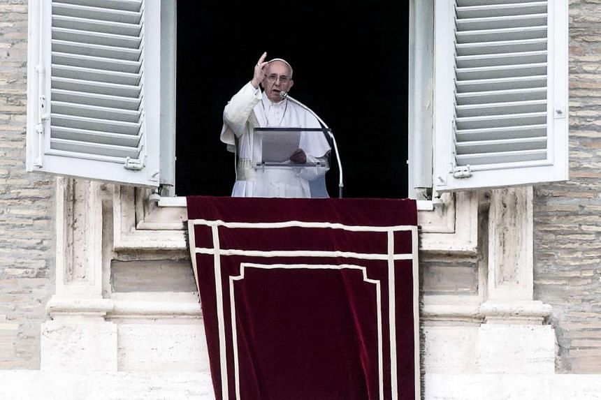 Pope Francis urged the world to make every effort to revive the Syrian peace talks.