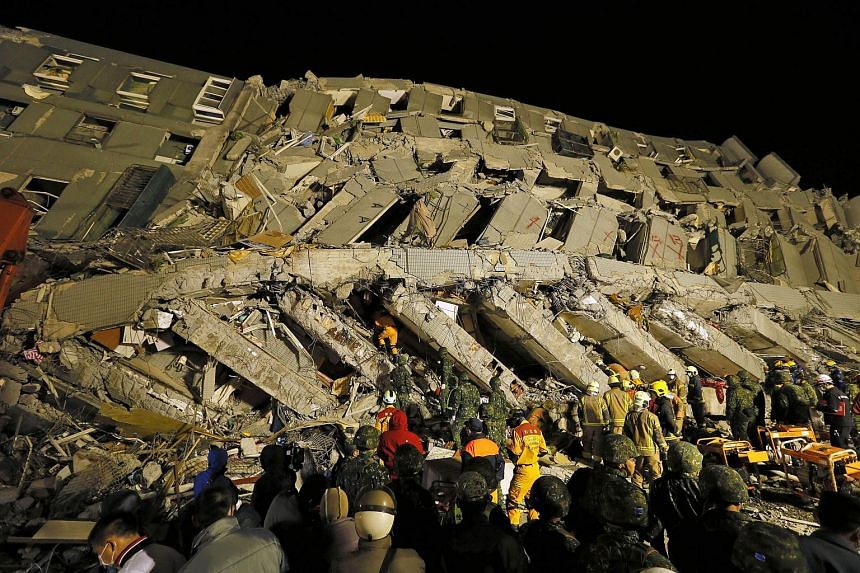 Rescuers continue to search for survivors from a collapsed building following a 6.4 magnitude earthquake struck the area in Tainan City, Taiwan, on Feb 6, 2016.