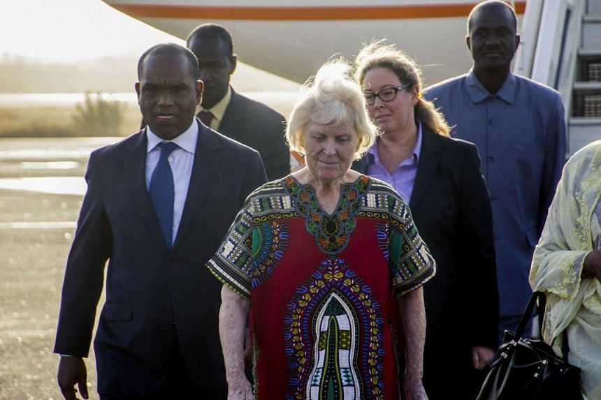 Jocelyn Elliott (centre) arrives on a plane from Niger to Ouagadougou, Burkina Faso on Feb 8, 2016.