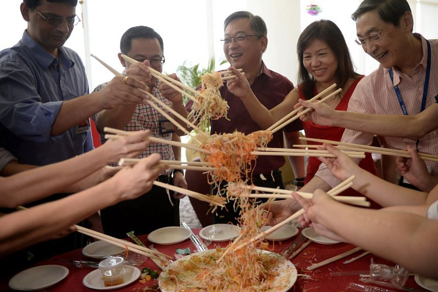 Health Minister Gan Kim Yong (centre) and his wife (second from right), along with several staff from NUH, Lo Hei on Feb 8, 2016.