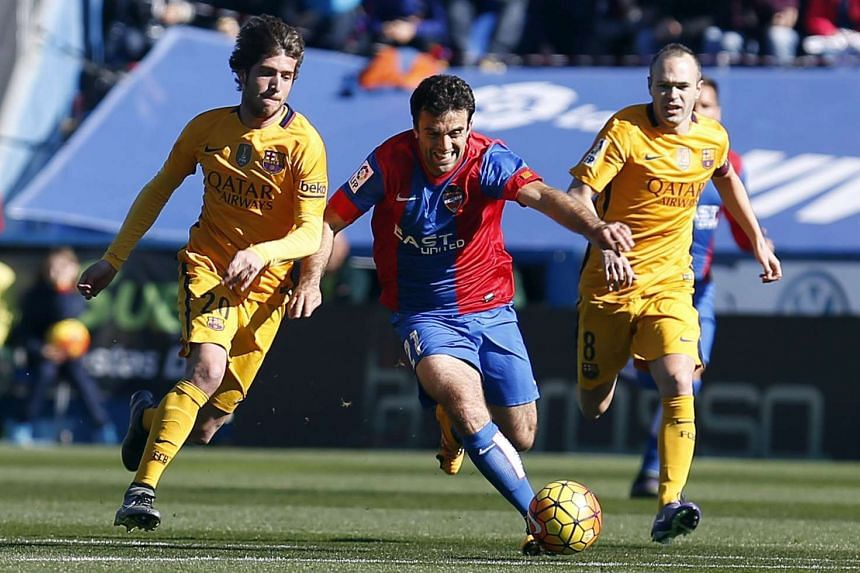 Levante UD's Italian forward Giussepe Rossi (centre) in action against FC Barcelona's Andres Iniesta (right) and Sergi Roberto during their match on Sunday.