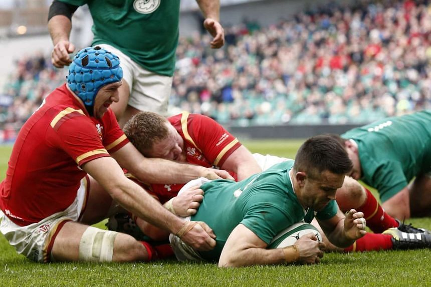 Conor Murray scores the first try for Ireland.