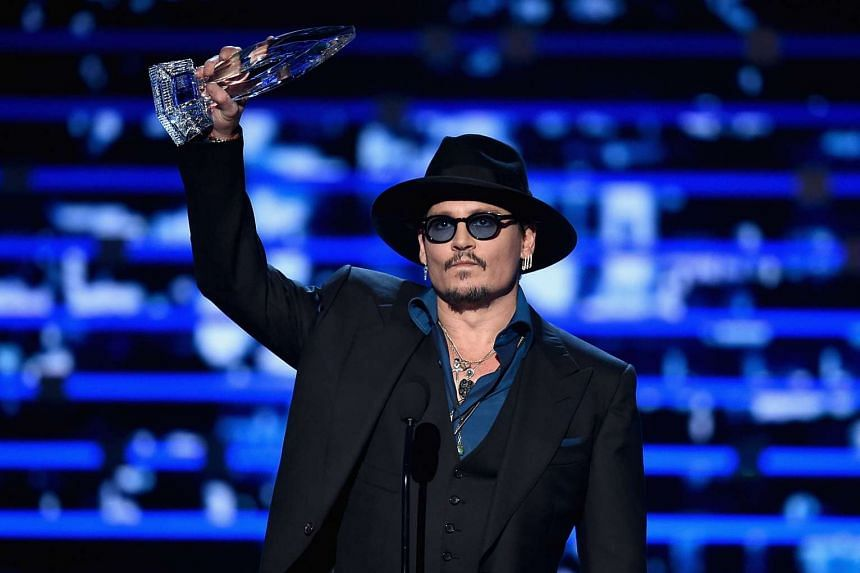 Actor Johnny Depp accepts Favorite Dramatic Movie Actor award at the People's Choice Awards 2016 on Jan 6, 2016 in Los Angeles.