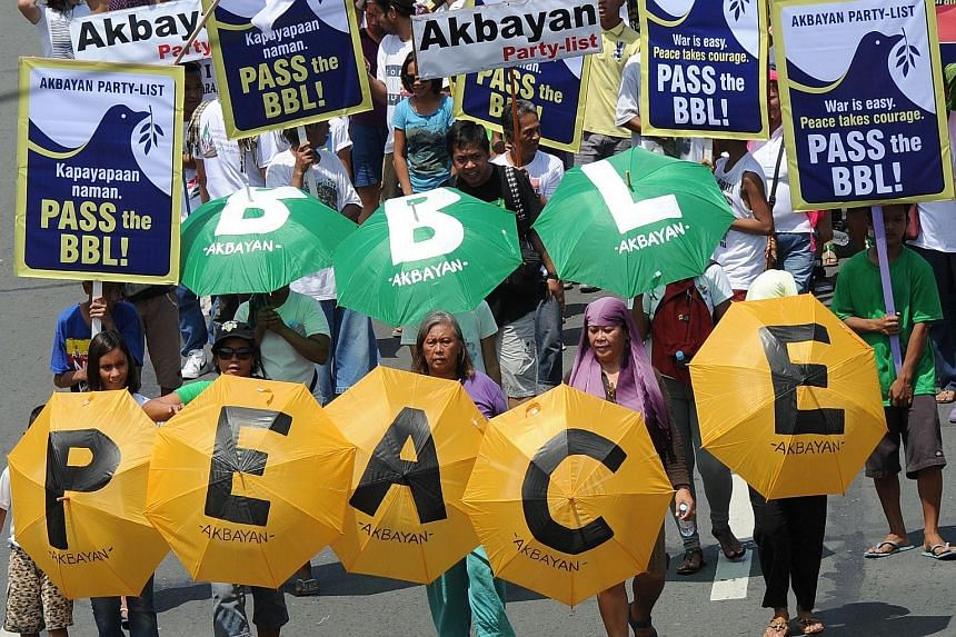 Filipinos showing their support for the peace accord between the government and the Moro Islamic liberation Front as they marched towards the Congress building in Manila in May last year. Lawmakers have failed to approve the proposed Bangsamoro Basic