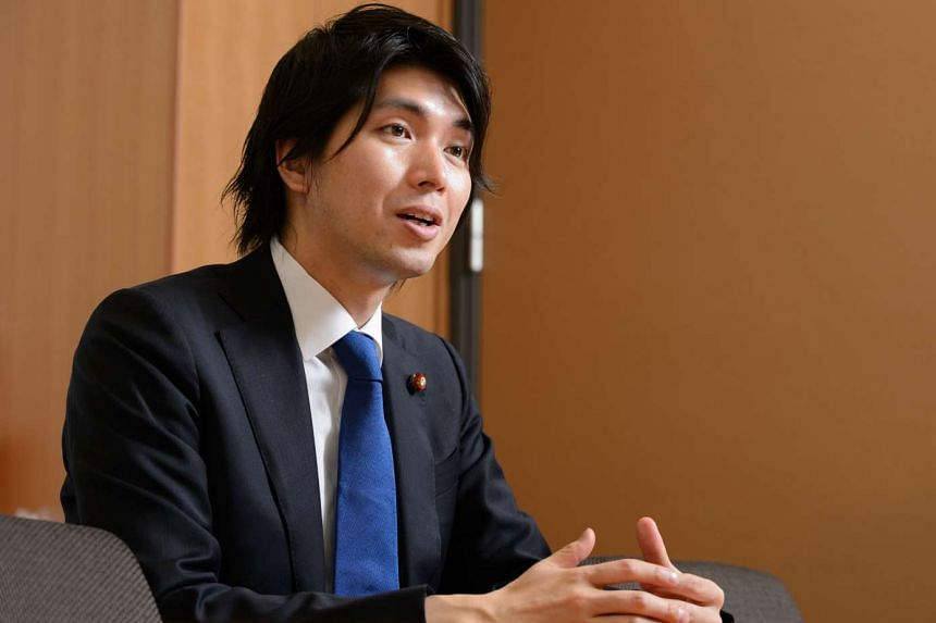 Japanese politician Kensuke Miyazaki quit on Friday (Feb 12) after admitting to an affair with a bikini model while his wife was pregnant.