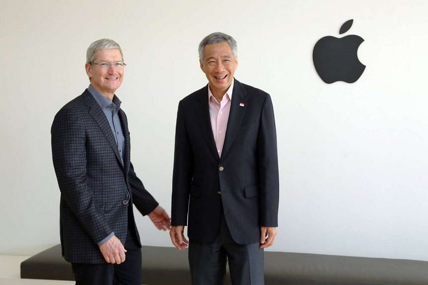 Prime Minister Lee Hsien Loong (right) with Apple CEO Tim Cook on Feb 13, 2016.