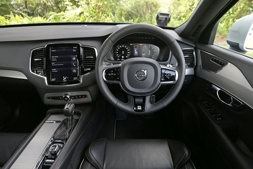 The Volvo XC90 T6 R-Design comes with a touchscreen infotainment system.