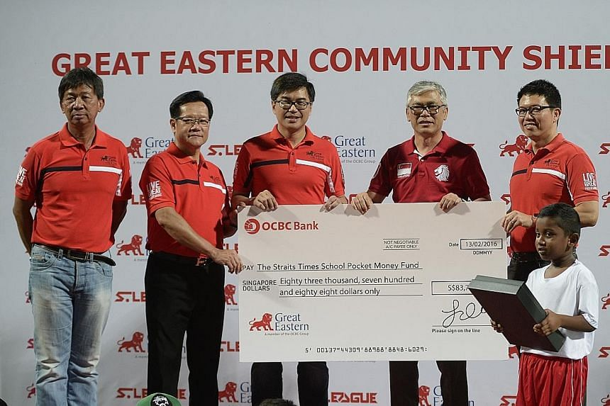 From left: S-League CEO Lim Chin, FAS vice-president Lim Kia Tong, Great Eastern CEO Khoo Kah Siang, SPMF board of trustees member Han Jok Kwang and Great Eastern chief marketing officer Colin Chan during the cheque presentation.