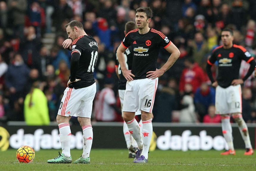 Manchester United's Wayne Rooney (left), Michael Carrick (centre) and Chris Smalling (right) react after Sunderland's second goal.