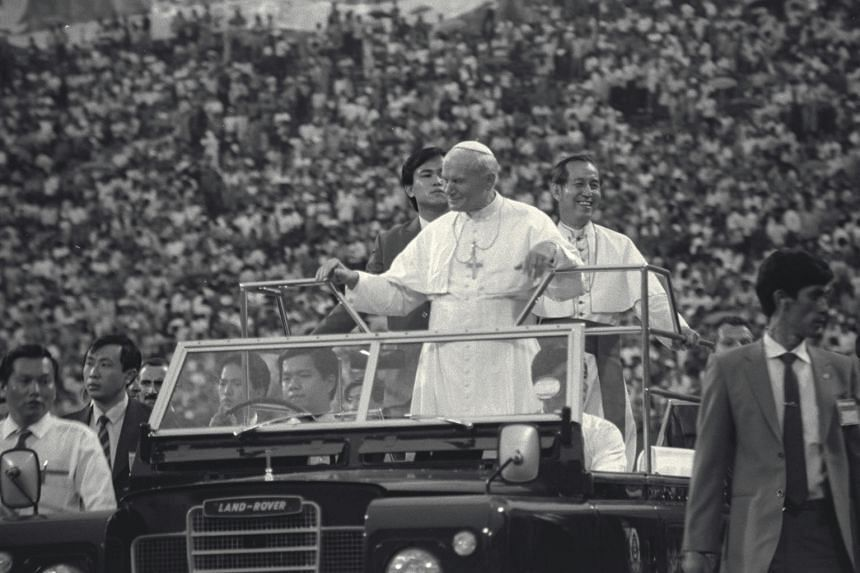 Pope John Paul II arriving at the National Stadium for the Papal Mass on Nov 20, 1986.