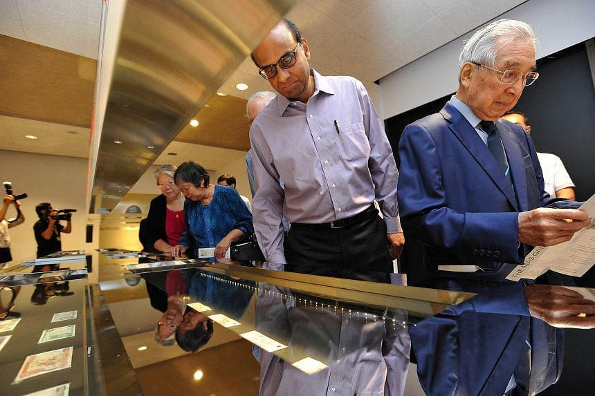 DPM Tharman viewing the currency notes and coins at The MAS Gallery on Feb 16, 2016.