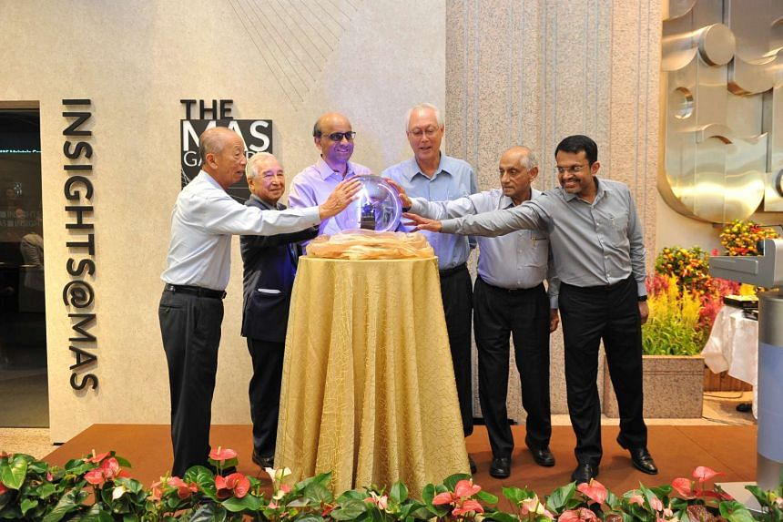 From left: Mr Lee Ek Tieng, MD from Nov 1989 to Dec 1997, Mr Michael Wong, MD from Dec 1970 to Feb 1981, DPM Tharman, ESM Goh, Mr JY Pillay, MD from Apr 1985 to Oct 1989, MAS current MD Ravi Menon.