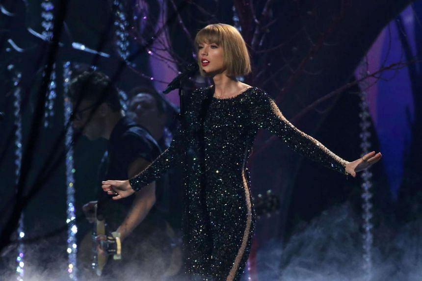 Taylor Swift performing Out Of The Woods at the 58th Grammy Awards.