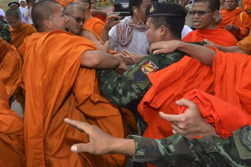 Thai Buddhist monks confront soldiers at Buddha Monthon in Nakhon Pathom province, Thailand, on Feb 15, 2016.