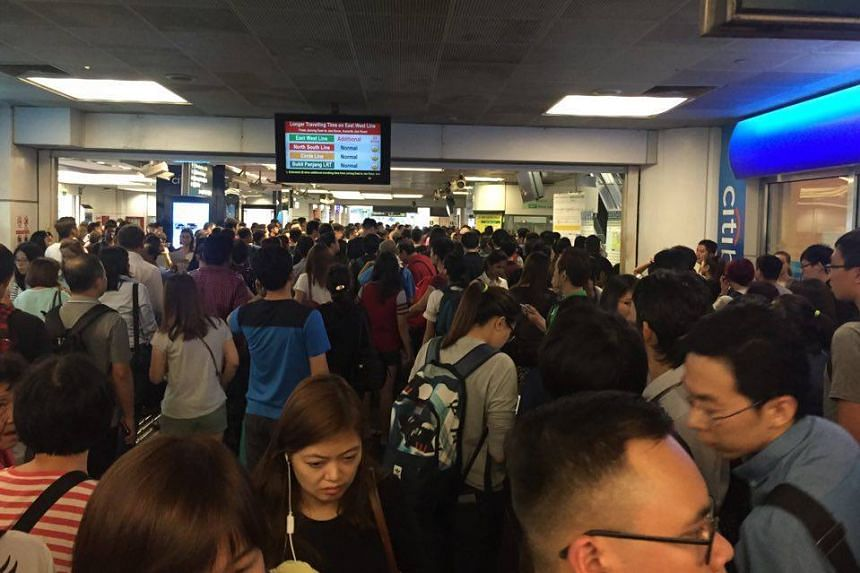The crowd at Boon Lay MRT at about 6:20pm on Feb 19, 2016.