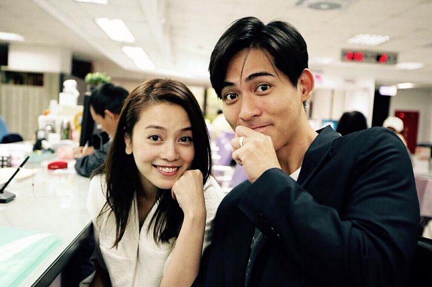 Taiwanese actor Vic Chou (right) and his wife, actress Reen Yu, posing with their wedding bands.