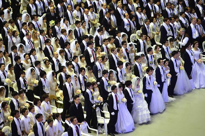 The 3,000 identically dressed couples came from 62 countries.
