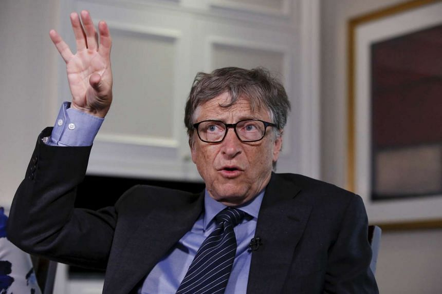 Microsoft founder Bill Gates has voiced his support for the government side in the ongoing security debate between Apple and the authorities.
