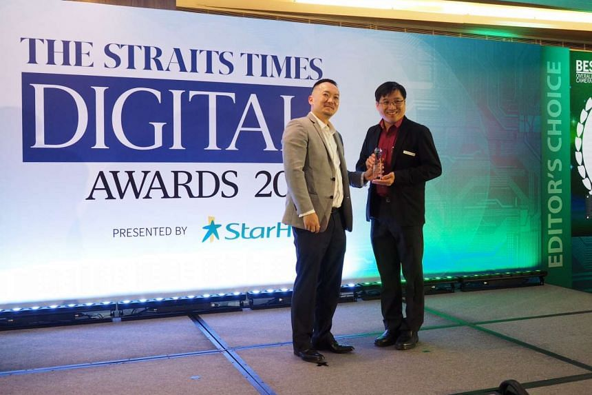 ST deputy editor Ignatius Low presenting the best overall camera award to Canon Singapore's head of marketing Edwin Teoh on Feb 23, 2016.