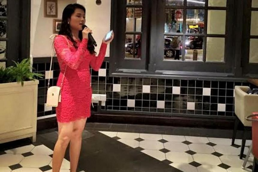 Ms Lee Jiahui had to host her wedding dinner by herself after her groom contracted HFMD and was unable to attend.