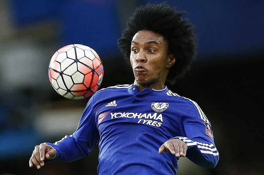 Chelsea want to extend Willian's contract to ward off potential suitors as they look likely to miss out on next season's Champions League.