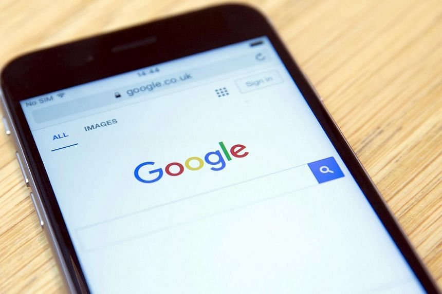 The Google internet homepage is displayed on a smartphone.