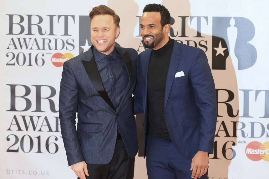 British singers Olly Murs (left) and Craig David arrive at the Brit Awards, Feb 24, 2016.